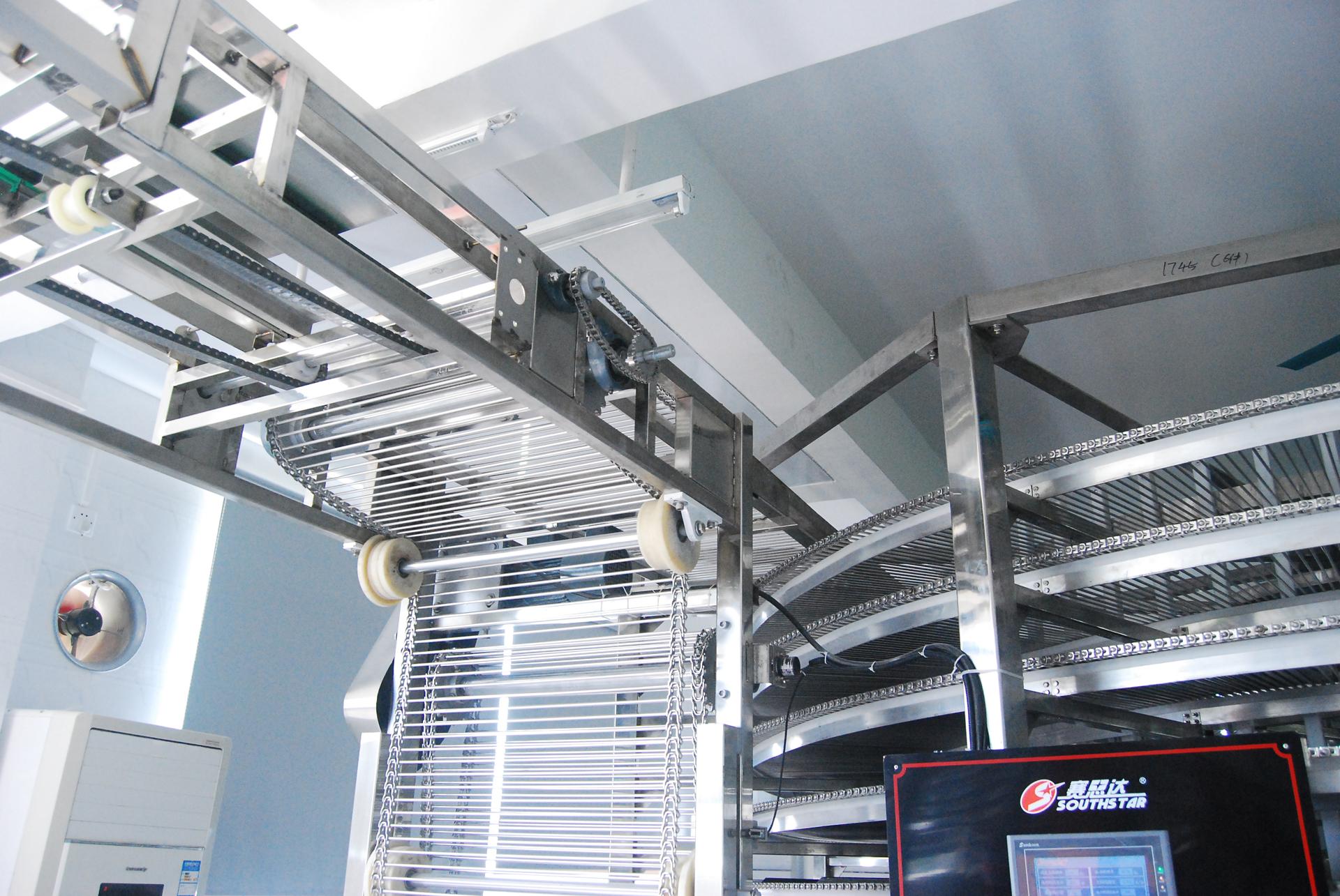 海龙阁月饼生产设备:隧道炉到冷却塔输送带图片